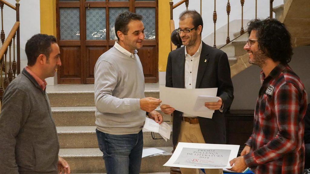 Tomeu Cifre fa entrega del premi a Joan Mayans