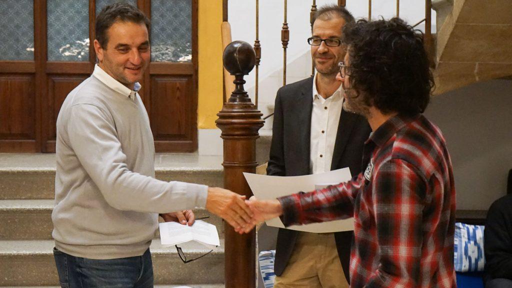 Elm Puig Mir recollint el Premi Pollença de Poesia