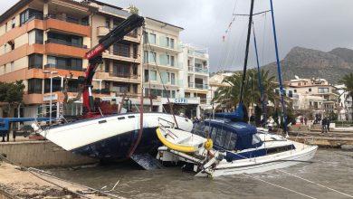 Photo of Retiren els vaixells varats a la costa per mor de 'Gloria'