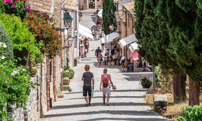 Photo of Incertesa en el sector tot i l'arribada dels primers Turistes a Pollença