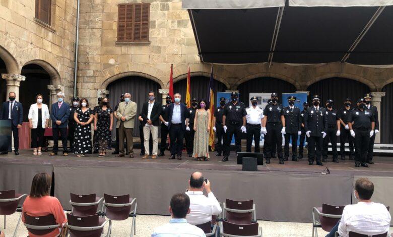 Photo of Lliurades les creus al mèrit dels Policies Tutors