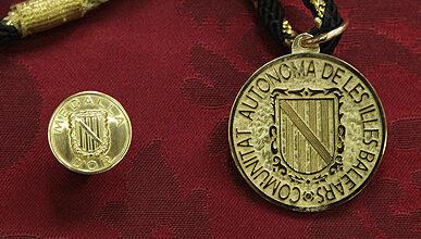 Photo of Ja es poden presentar les candidatures a la Medalla d'Or de la Comunitat Autònoma i Premis Ramon Llull